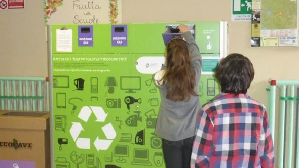 smf-chile-reverse-vending-machine-eurven-recoleccion-raee-en-colegios-1358214-FGR
